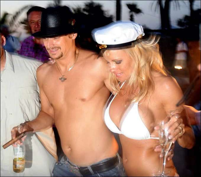 Pamela Anderson archive contains naked photos and movie clips. It ...